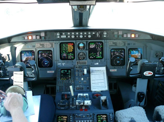 CRJ200 cockpit