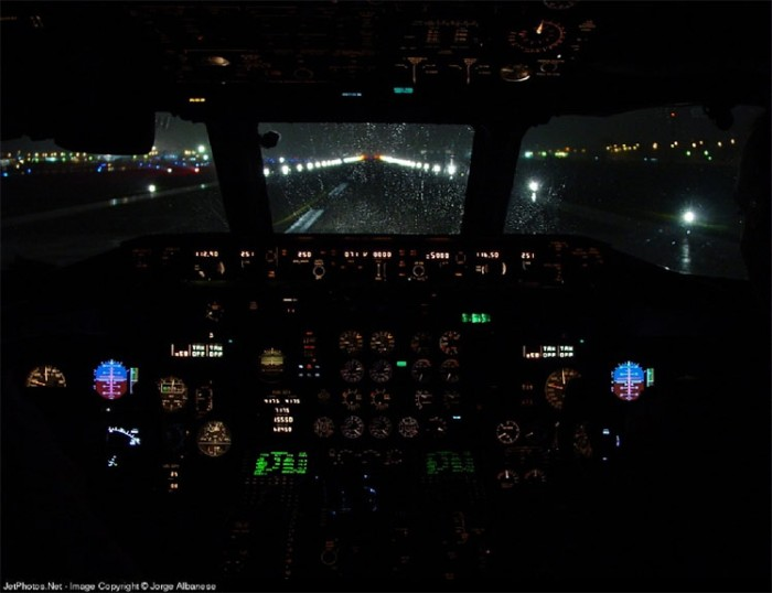 DC9_Cockpit_Night