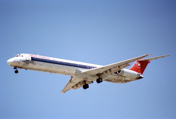 Northwest_Airlines_MD-82