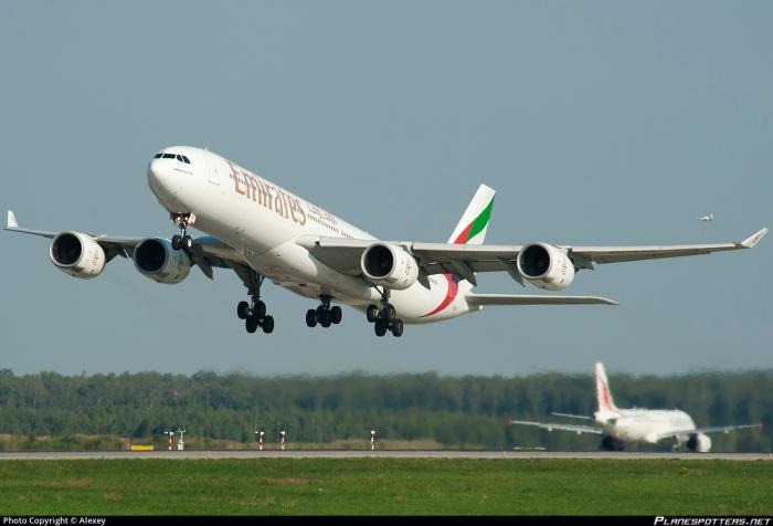 Emirates A345 (2)