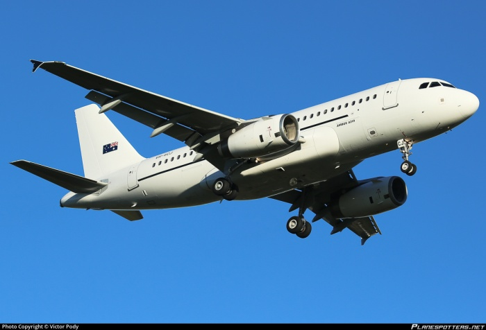 vh-vcj-skytraders-airbus-a319-132_PlanespottersNet_396167